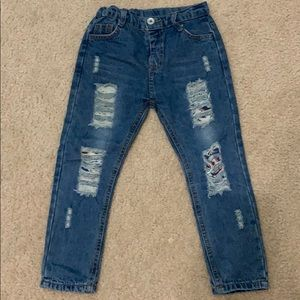 NWOT DISTRESSED JEANS SIZE 5/6